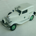 Eligor  1:43 vintage 1932 Ford Ambulance  ( incorrect box)